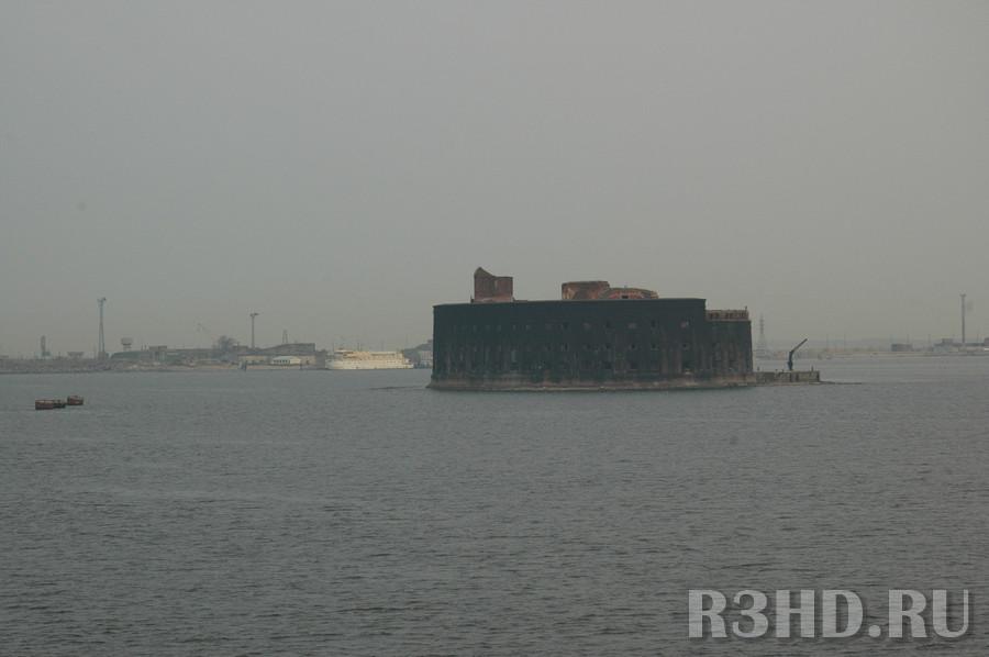 Вход в Петербург